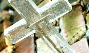 large-crystal-glass-cross-4-800x800
